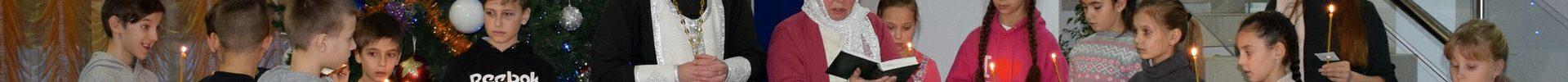 Воспитанники воскресной школы Преображенского храма деревни Спас-Каменка приняли участие в освящении Дома культуры поселка Ермолино