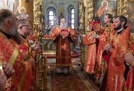 Благочинный Рогачевского церковного округа принял участие в архиерейском богослужении
