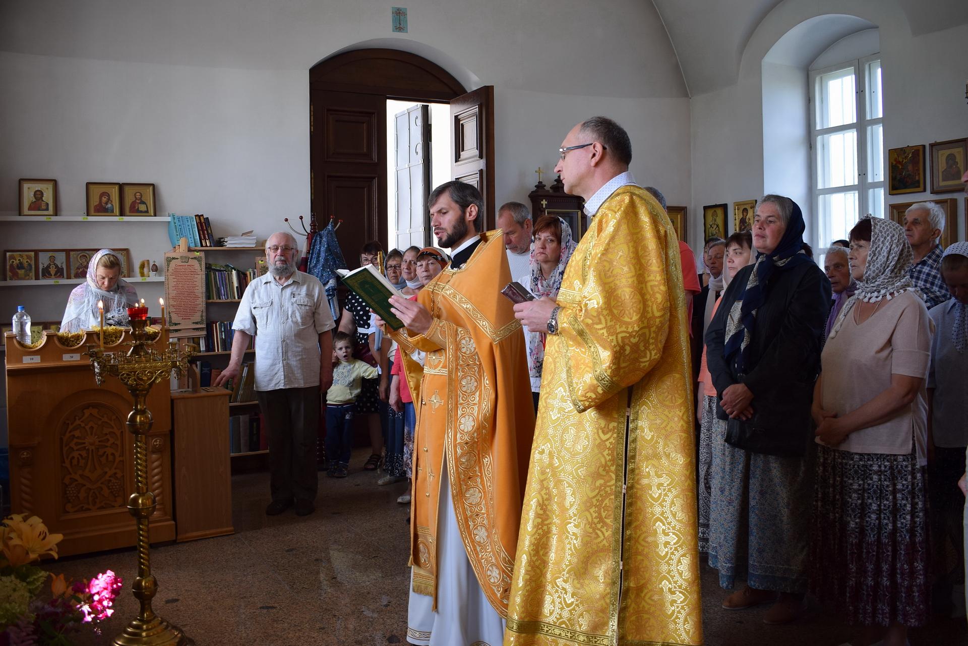Празднование памяти святых первоверховных апостолов Петра и Павла