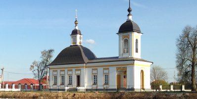 Расписание богослужений Преображенского храма деревни Спас-Каменка на май 2020 года
