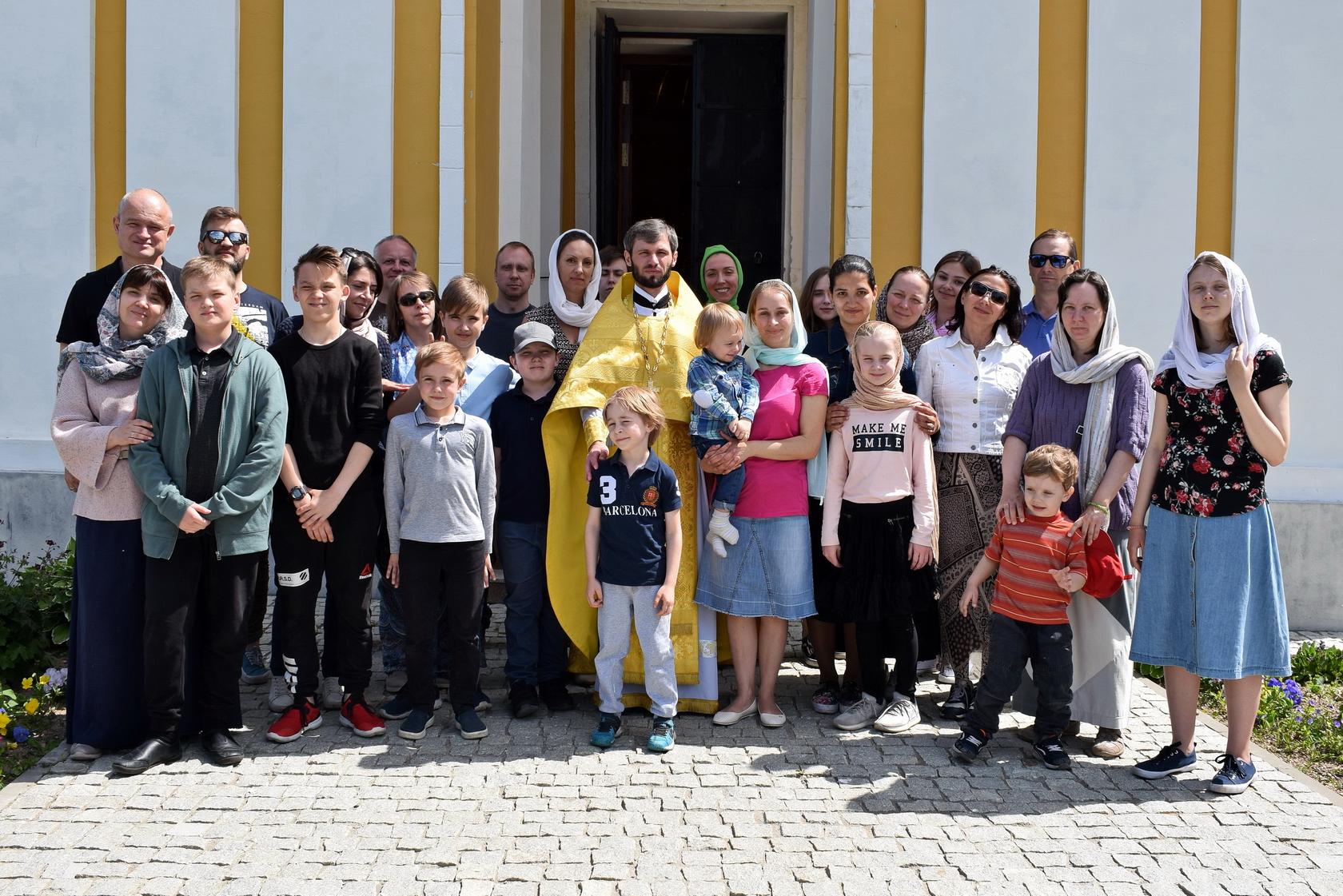 Преображенский храма д. Спас-Каменка посетила группа паломников — воспитанников воскресной школы из Москвы